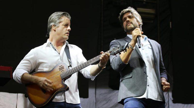 Show de Victor e Léo marca inauguração do parque aquático dos comerciários em Avaré