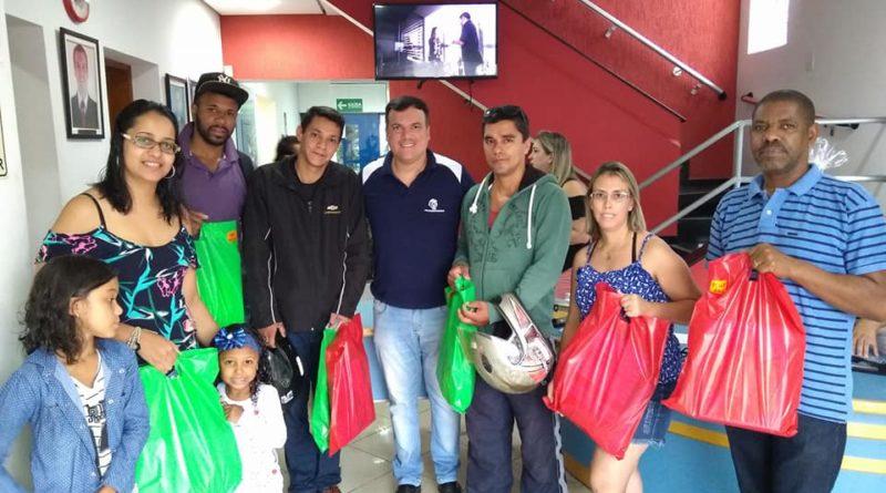 Sindicato distribui mais de 800 kits escolares para os comerciários